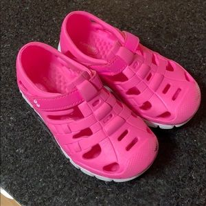 Stride rite size 8 water shoes